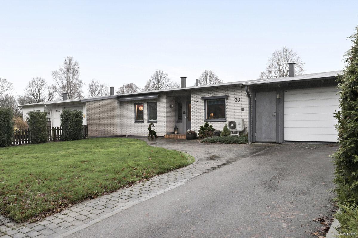 Radhus - Radhus, Knut Peters väg 30, Halmstad