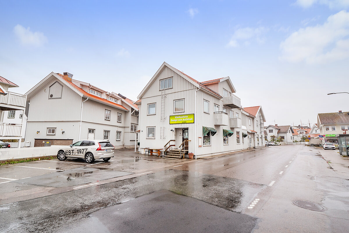 Kommersiell fastighet, bostäder, Hamngatan 14 och 16, Skärhamn