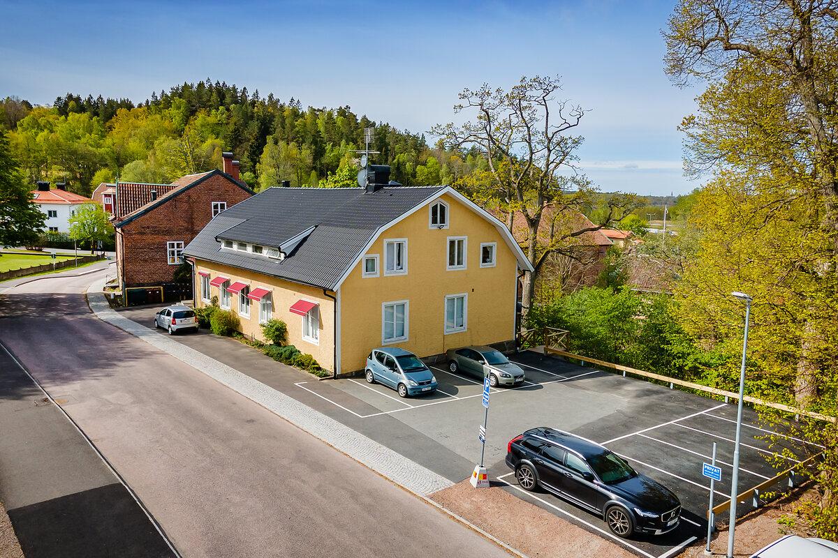 Kommersiell fastighet, bostäder, Volrath Bergs väg 11, Tollered