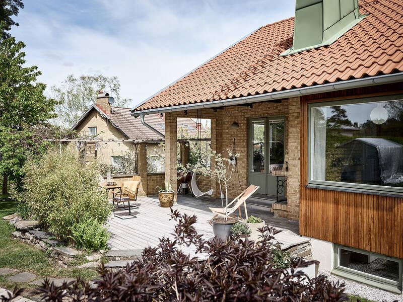 Välskött 1950-talsvilla med underbar trädgård nära Härlanda tjärn