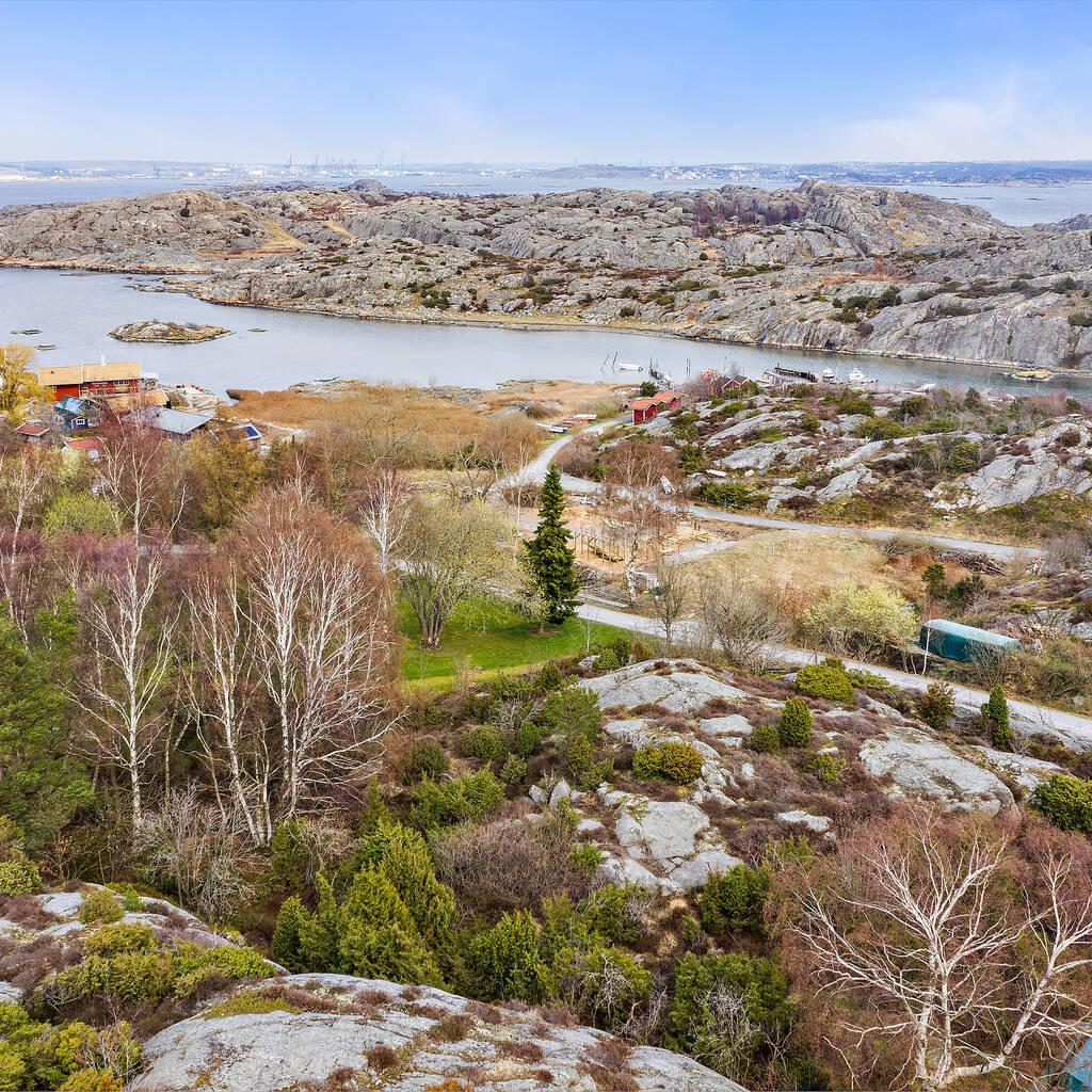 Fin tomt med havsutsikt på Brännö