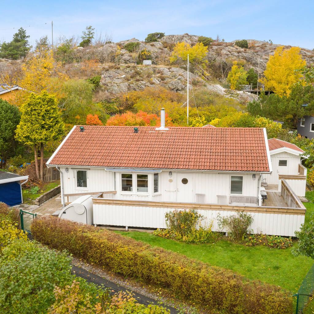 Villa på Brännö och båtplats i Husvik